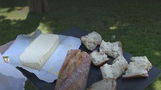 Le beurreCharentes-Poitouest réputé pour être doux avec une crème d'exception et un savoir-faire qui se transmet depuis des générations. (FRANCE 2)