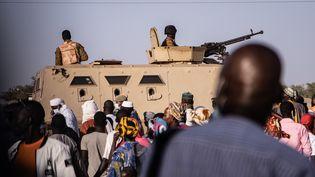 Véhicule militaireaperçu à unrassemblement du président sortant du Burkina Faso, Roch Marc Christian Kaboré, à Dori, le 10 novembre 2020. (OLYMPIA DE MAISMONT / AFP)