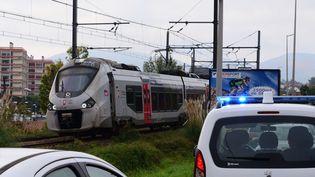 Un TER a percuté quatre personnesallongées sur les voies, près de la gare de Saint-Jean-de-Luz-Ciboure, faisant trois morts et un blessé grave, le 12 octobre 2021. (FRANCK LAHARRAGUE / AFP)