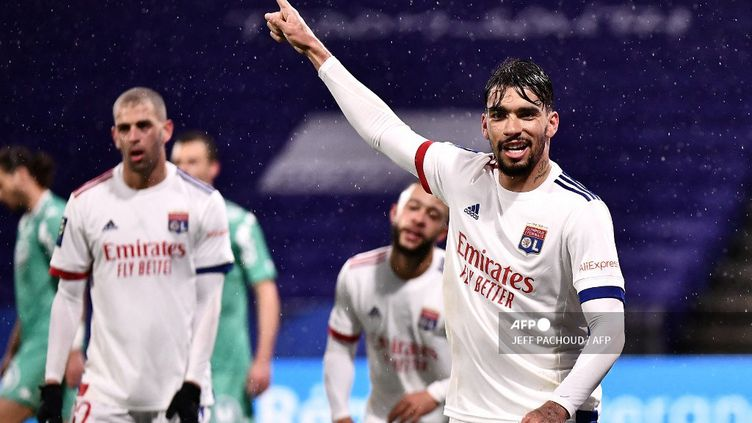 Lucas Paqueta célèbre son but face à Angers (JEFF PACHOUD / AFP)