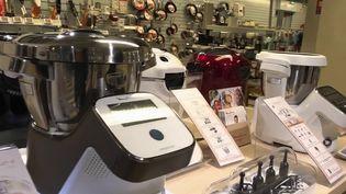 Les robots de cuisine séduisent de plus en plus de ménages. Sur le marché, ces produits font l'objet d'une véritable guerre entre les marques. (CAPTURE ECRAN FRANCE 2)