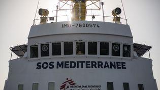 L'Aquarius, affrété par l'ONG SOS Méditerranée et Médecins Sans Frontières, le 11 août 2017. (ANGELOS TZORTZINIS / AFP)
