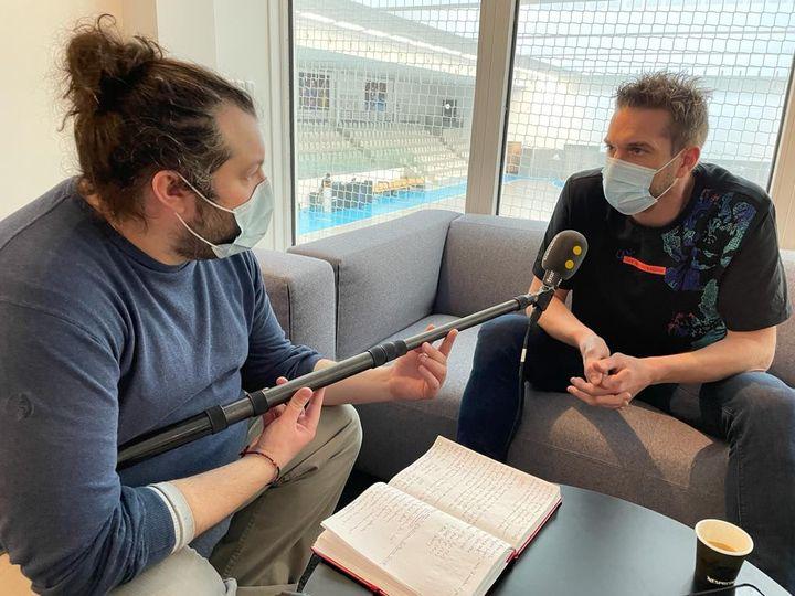 Guillaume Gille, sélectionneur de l'équipe de France de handball, interviewé par Xavier Moinferran (franceinfo). (RADIO FRANCE)