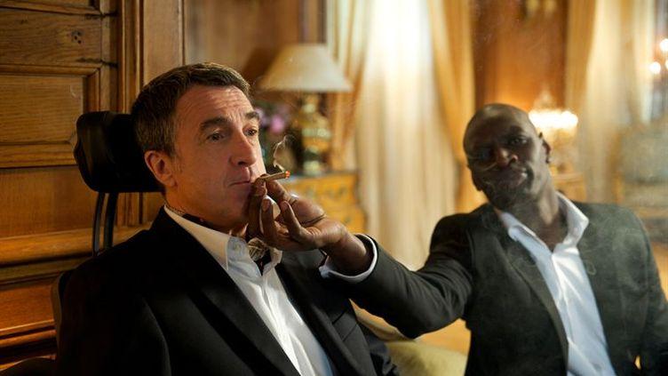 """François Cluzet et Omar Sy partagent l'affiche d'""""Intouchables"""", d'Eric Toledano et Olivier Nakache, en salles à partir du mercredi 2 novembre 2011. (GAUMONT DISTRIBUTION)"""