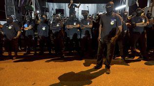 Des membres du collectif les 500 Frères contre la délinquance, le 25 mars 2017, à Cayenne (Guyane), lors d'un rassemblement. (JODY AMIET / AFP)