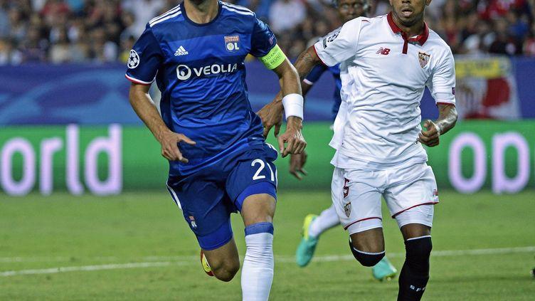 Maxime Gonalons et les Lyonnais s'étaient inclinés 1-0 à Séville lors du match aller (STEPHANE GUIOCHON / MAXPPP)