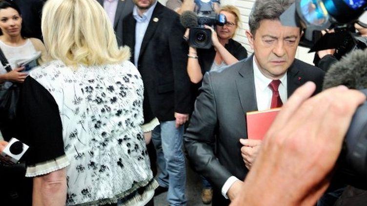 Jean-Luc Mélenchon pourrait battre Marine Le Pen au second tour à Hénin-Beaumont selon un sondage (PHILIPPE HUGUEN / AFP)