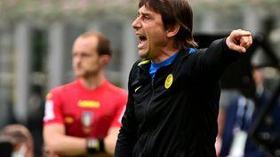 Antonio Conte sur le banc de l'Inter, le 23 mai 2021. (MIGUEL MEDINA / AFP)