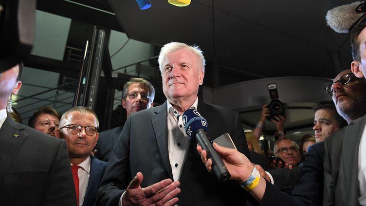 Le ministre de l'Intérieur, Horst Seehofer, le 2 juillet 2018 à Munich (Bavière). (CHRISTOF STACHE / AFP)