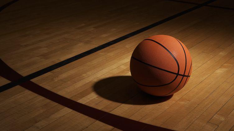 Le ballon de basket arbore toujours la couleur choisie par la marque Spalding. (GETTY IMAGES)