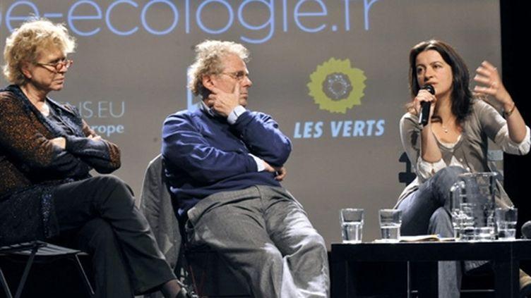 Eva Joly (g), Daniel Cohn-Bendit, Cécile Duflot lors de la convention régionale Europe Ecologie Ile-de-France le 8/5/10. (AFP - Mehdi Fedouach)