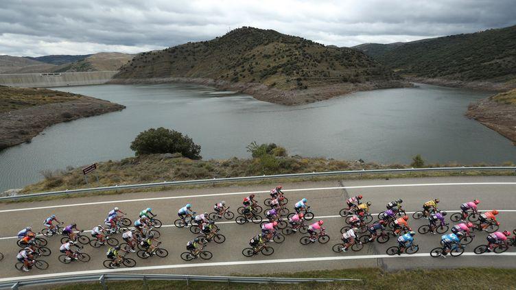 Le peloton lors de la troisième étape de la Vuelta, le 22 octobre 2020. (KIKO HUESCA (ES-ES)/EFE/SIPA / EFE)