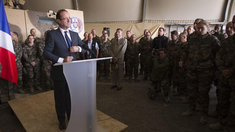 François Hollande, le 25 mai 2012 sur la base française de la vallée de Kapisa (Afghanistan). (JOEL SAGET / POOL)