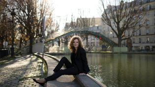 NKM pose au bord du canal Saint-Martin, dans le 10e arrondissement de Paris, le 16 décembre 2013. (MARTIN BUREAU / AFP)