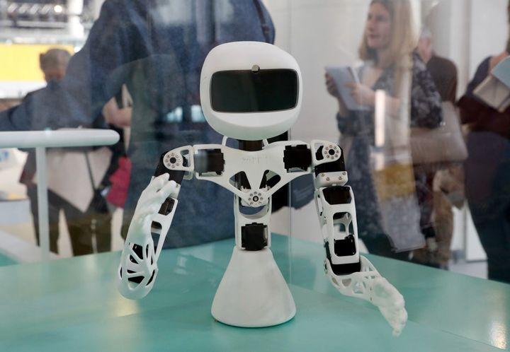 """Poppy Torso de l'exposition """"Robots"""" de la Cité des sciences et de l'industrie (mars 2019)  (FRANCOIS GUILLOT / AFP)"""