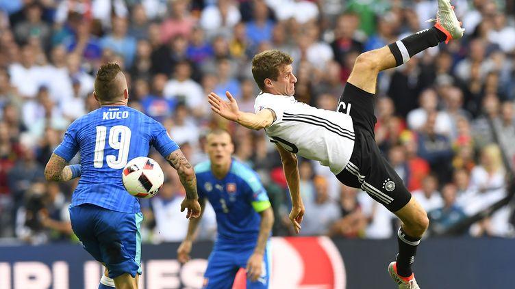 L'attaquant allemand Thomas Müller lors du huitième de finale de l'Euro contre la Slovaquie, le 26 juin 2016, au stade Pierre-Mauroy de Lille. (JOE KLAMAR / AFP)