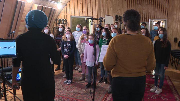 Répétitions des Gospel kids avant l'enregistrement avec Louis Bertignac (France Télévisions / France 3 Alsace)