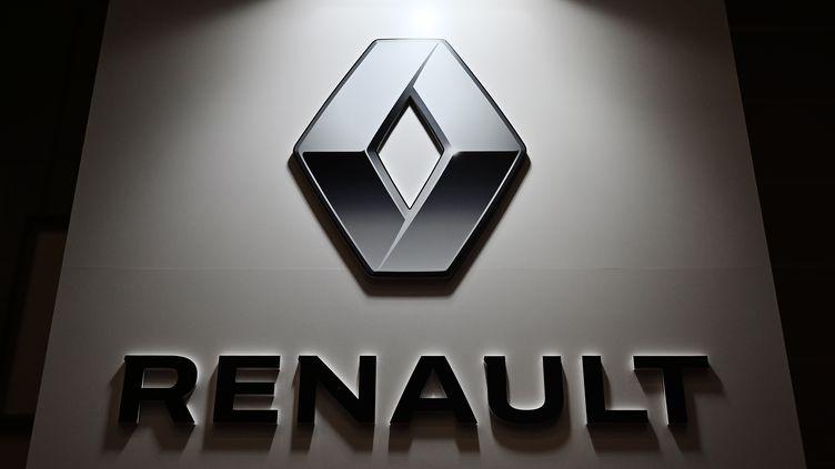 Le logo de Renault lors du Tokyo Motor Show au Japon, le 23 octobre 2019 (photo d'illustration). (CHARLY TRIBALLEAU / AFP)
