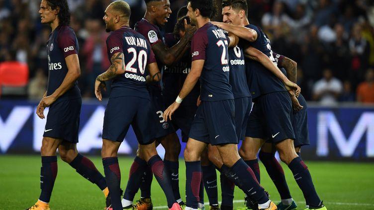 Les joueurs du Paris SG soudés comme jamais. (FRANCK FIFE / AFP)