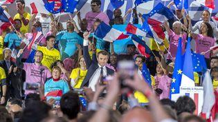 Emmanuel Macron lors d'un meeting à Paris, le 1er mai 2017. (GILLES ROLLE / REA)