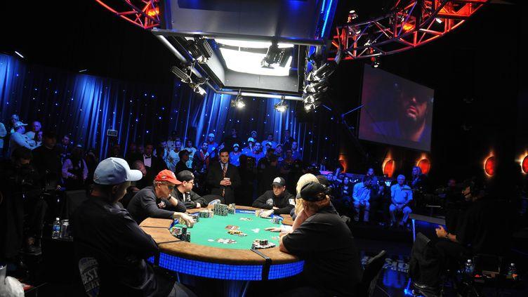 Des joueurs partipent au World Series of Poker, le 7 novembre 2009, à Las Vegas (Nevada). (ROBYN BECK / AFP)