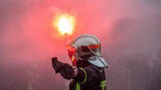 Les pompiers ont manifesté mardi 28 janvier à Paris. (AURELIEN MORISSARD / MAXPPP)