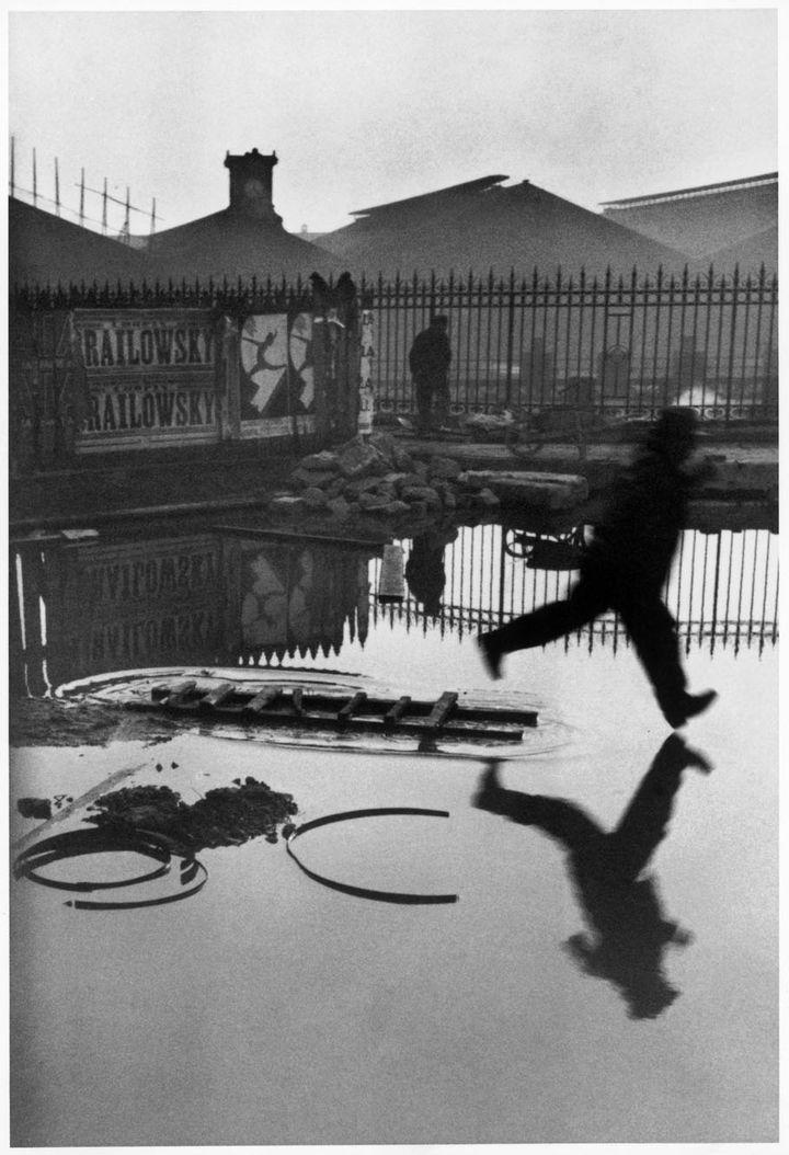 Derrière la gare Saint-Lazare, Paris, France, 1932. (HENRI CARTIER-BRESSON / MAGNUM PHOTOS, COURTESY FONDATION HENRI CARTIER-BRESSON)