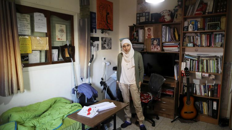La poétesse arabe israélienne Darine Tatour dans sa maison à Reineh en Israël, le 26 septembre 2017. (AMMAR AWAD / REUTERS)