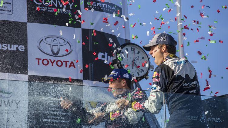 Sébastien Ogier et son copilote Julien Ingrassia fêtent leur cinquième sacre d'affilée. (FREDERIC LE FLOC H / DPPI MEDIA)