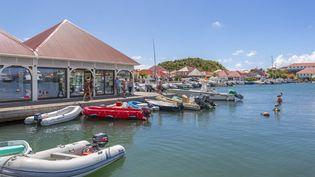 Le port de Gustavia à Saint-Barthélemy, le 4 février 2019. (FRANK FELL / ROBERT HARDING HERITAGE / afp)