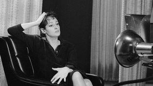"""Barbara en octobre 1964 sur le plateau de l'émission """"Rendez-vous avec"""".  (Martine Lebon / INA)"""