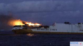 """Le naufrage du navire italien """"Grande America"""" pourrait entraîner une marée noire sur les côtes françaises. Un incendie s'est déclaré à bord le 10 mars 2019. Les 27 personnes qui se trouvaient à bord ont été évacuées. (MAXPPP)"""