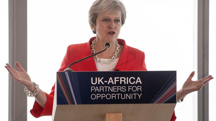 La Première ministre britannique Theresa May, le 28 août 2018, devant les leaders économiques du continent africain réunisau Cap en Afrique du Sud. (NIC BOTHMA / POOL)