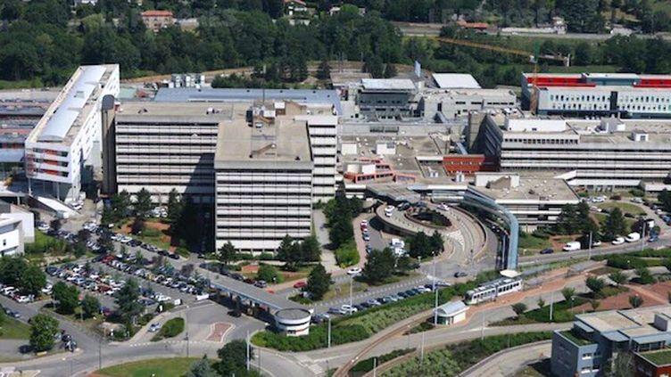 L'hôpital Nord du CHU de Saint Etienne, à Saint Priest (cc-by-sa 4.0. Thepicatios42)