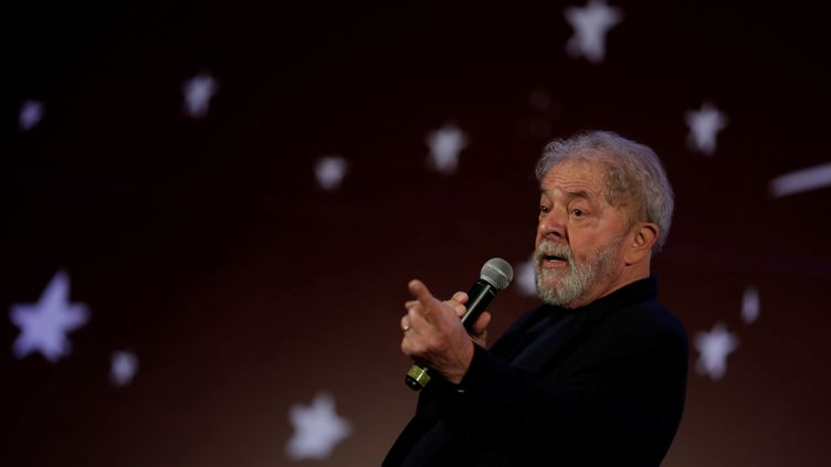 L'ancien président du Brésil, Luiz Ignacio Lula da Silva lors d'un congrès national du parti communiste du Brésil à Brasilia, le 9 novembre 2017. (UESLEI MARCELINO / REUTERS)