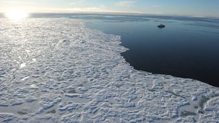 Même un réchauffement limité à +2°C pourrait causer aux calottes glaciaires des dommages irréversibles, selon une étude. (CLEMENT SABOURIN / AFP)