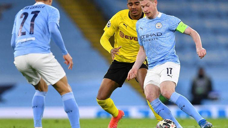 Kevin de Bruyne ouvre le score pour Manchester City face à Dortmund, mardi 6 avril. (PAUL ELLIS / AFP)
