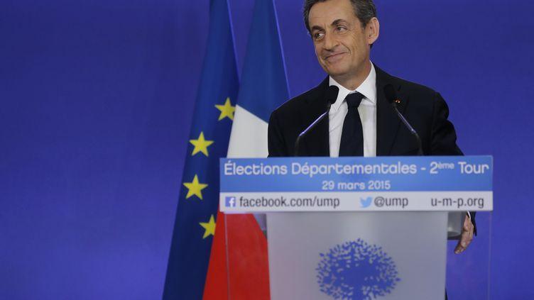 Nicolas Sarkozy a salué la victoire de la droite lors du second tour des élections départementales, le 29 mars 2015, depuis le siège de l'UMP à Paris. (CHRISTIAN HARTMANN / REUTERS)
