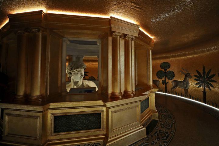 Solo la parte superior de la copia adhesiva de Miguel Ángel es visible al público en el Pabellón Italiano de la Exposición Mundial 2020 en Dubai (Emiratos Árabes Unidos).  (Kamran Jebrili / AB / Siba / Siba)
