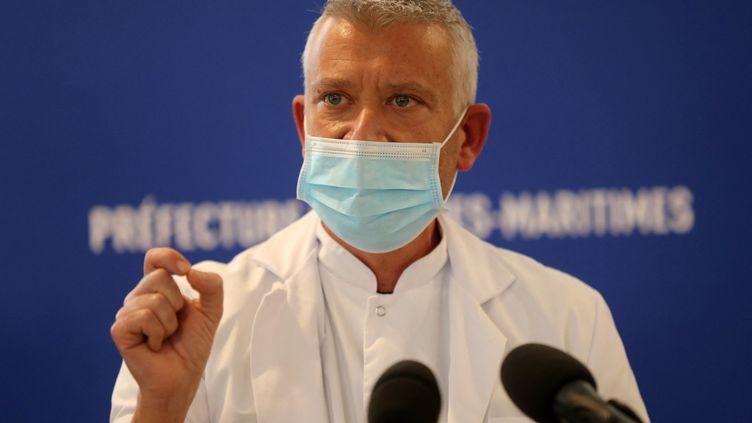 Olivier Guerin,chef du pôle gériatrie du CHU de Nice et membre du Conseil scientifique, lors d'une conférence de presseà Nice, le 22 février 2021. (VALERY HACHE / AFP)