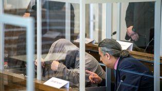 Eyad Al-Gharib lors de son procès à Coblence, en Allemagne, le 23 avril 2020. (THOMAS LOHNES / AFP)