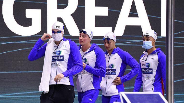 Le relais 4x100 mètres féminin rapporte sa première médaille à la France dans ces Championnats d'Europe de natation 2021. (ATTILA KISBENEDEK / AFP)