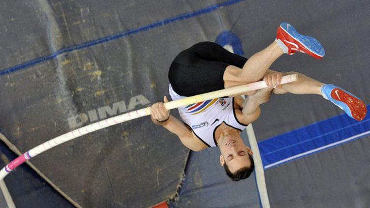 Avec un saut à 5,96 m, Renaud Lavillenie a bien préparé les Mondiaux. (THIERRY ZOCCOLAN / AFP)