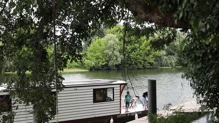 Lot : des vacances au vert sur une péniche écologique (France 3)