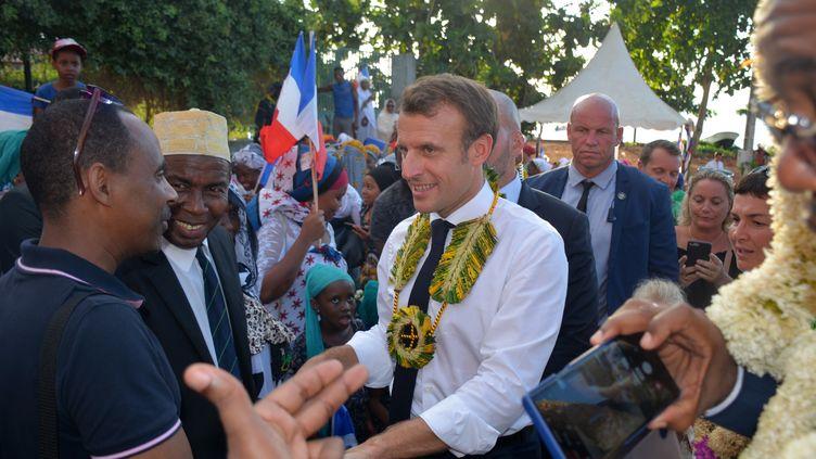 Emmanuel Macron, dans la commune de M'Tsamboro, au nord de Mayotte, le 22 octobre 2019. (SAMUEL BOSCHER / AFP)