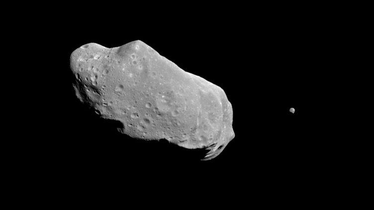 L'astéroïde Ida et sa lune, Dactyl, immortalisés par la Nasa en 1994. (NASA / JET PROPULSION LABORATORY)