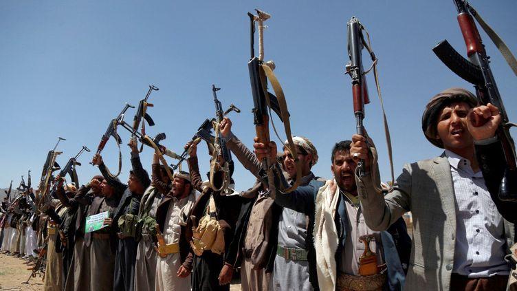 Des partisans des rebelles houthis, le 21 septembre 2019 à Sanaa (Yemen). (MOHAMMED HAMOUD / ANADOLU AGENCY / AFP)