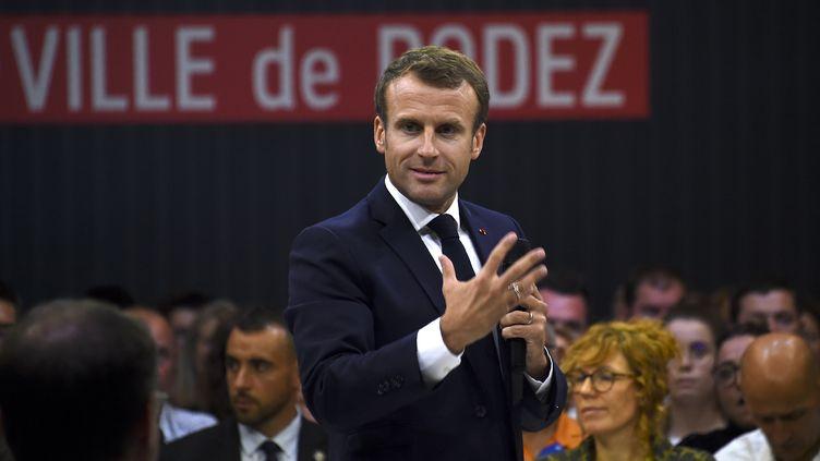 Le président de la République Emmanuel Macron s'exprime pendant le débat sur la réforme des retraites à Rodez (Aveyron), le 3 octobre 2019. (ERIC CABANIS / AFP)