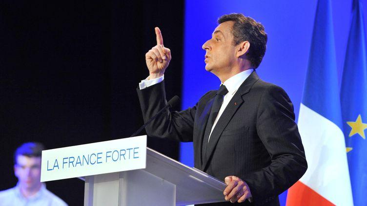 Nicolas Sarkozy lors d'un meeting de campagne aux Sables-d'Olonne (Vendée), le 4 mai 2012. (ALAIN JOCARD / AFP)