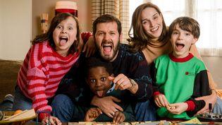 "CAMILLE LOU (Florence),HUGO BECKER (Paul),MAHAMADOU YAFFA (Mathis 10 ans),HUGO QUESTEL (Michael 10 ans),MIDIE DREYFUS (Maud 10 ans), dans ""Je Te Promets"" (JEAN-PHILIPPE BALTEL)"